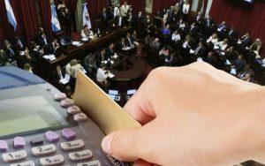Media sanción proyecto para reducir comisión de bancos a tarjetas de crédito