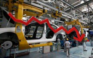 se desplomó producción nacional de autos