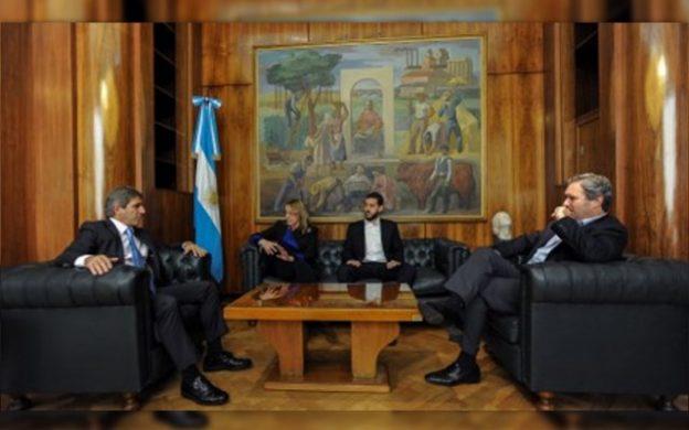 Reunión entre ministro de Finanzas, Luis Caputo, y la gobernadora, Alicia Kirchner