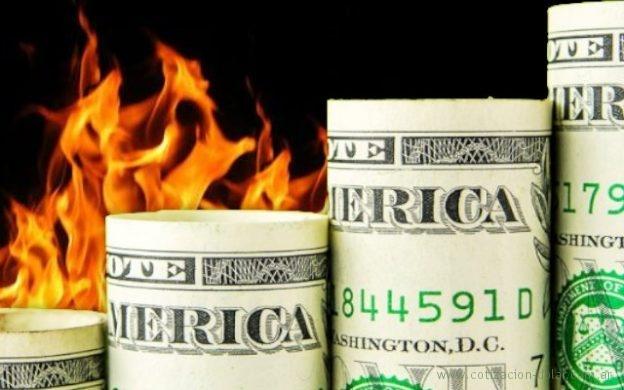 sube el dólar, en llamas