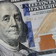 El dólar cerró en baja este jueves